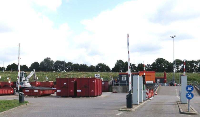Het Afvalstation van HVC slaat het grof vuil van de gemeenten Ridderkerk, Alblasserdam, Hendrik Ido Ambacht en Zwijndrecht nu op. (foto GvS)