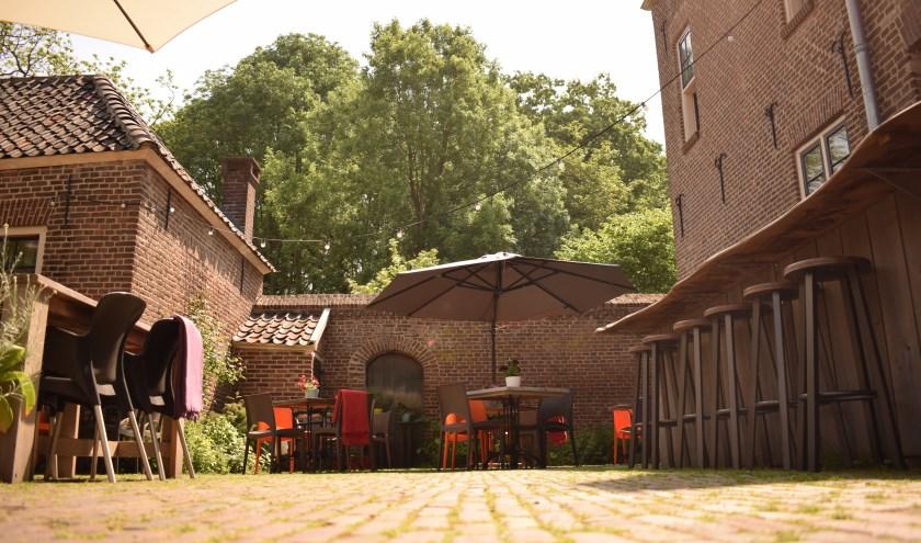 Op het sfeervolle terras van Eet-Lokaal wordt op vrijdag 30 augustus de culinaire buitenfilm Toast vertoond. (foto: Pablo van Dick)