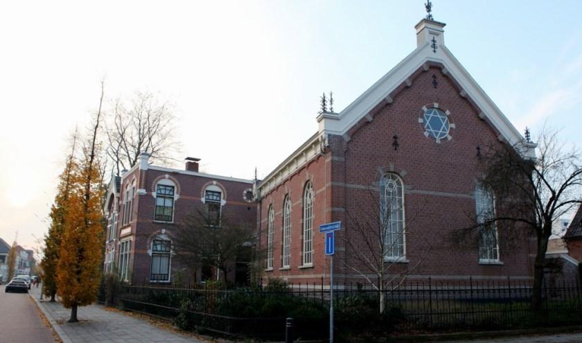 Synagoge complex aan  de Spoorstraat.