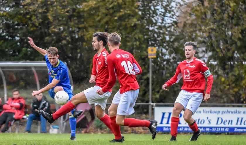Voor een succesvol seizoen spelen de Vroomshoopse Boys diverse wedstrijden. (Foto: Erwin Heuver)