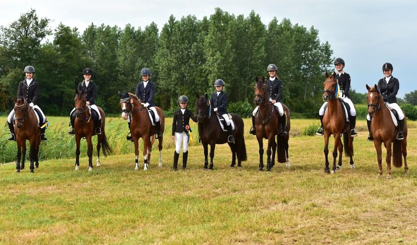 Het team van Klein Maar Dapper, v.l.n.r. Dianne Sluijmer, Amber Vriesema, Ilse Mol, Fleur Hillen, Alisa van Bommel. Alice Weijman, Lisa el Hayek en Petrice Polinder. (Foto: Wilma Frentz)