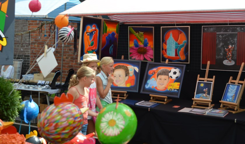 Kunstmarkt Klein Montmartre is te bezoeken op donderdag 15 en vrijdag 16 augustus van 12.00 tot 18.00 uur en op zaterdag 17 augustus van 10.30 tot 17.00 uur.