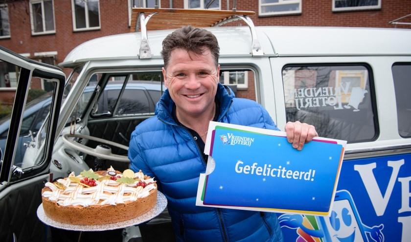 Wolter Kroes,ambassadeur van de VriendenLoterij, op weg naar een nieuwe winnaar.Foto: Roy Beusker