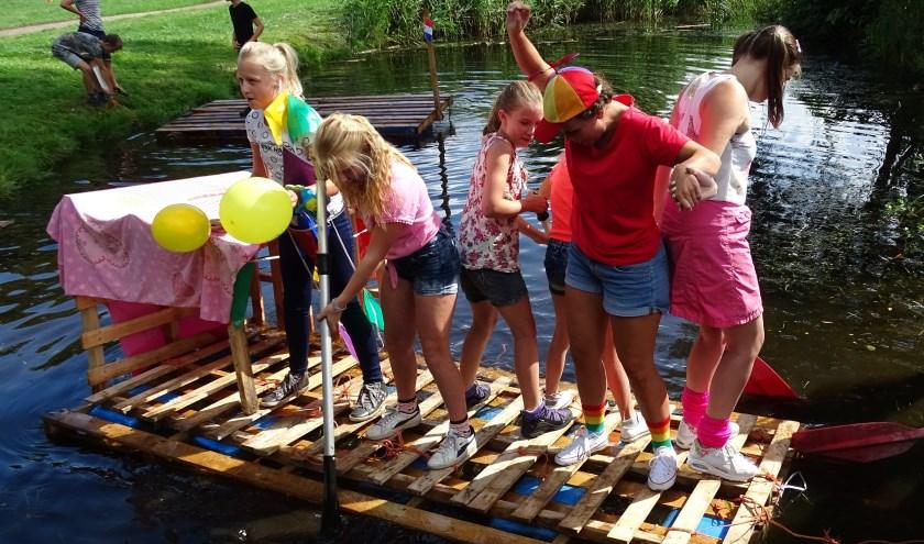 In en rond het gebouw De Draak zijn er allerlei sport- en spelmogelijkheden tijdens het jaarlijkse Vakantie Bijbel Feest. (Foto: PR Marieke Zuidam)