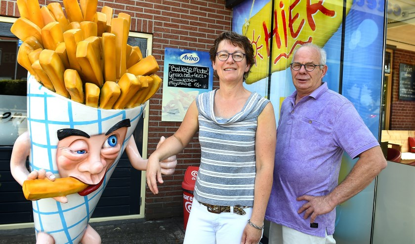 Dianne Venus en Ben Lukkassen zitten gebakken met hun Cafetaria Bij Ben. (Foto Roel Kleinpenning)