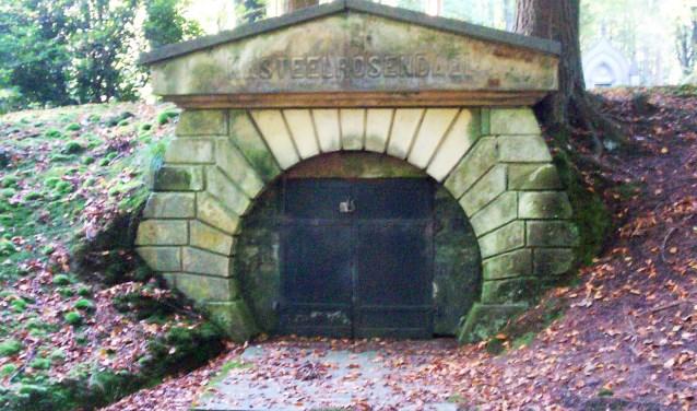 rondleiding begraafplaats Rozendaal - Arnhemse Koerier