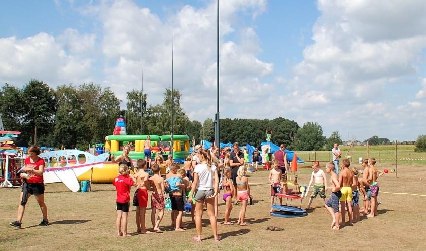 Het Jeugdvakantiewerk West- en Middelbeers trekt elk jaar honderden kinderen naar de gildeweide van Sint-Joris.