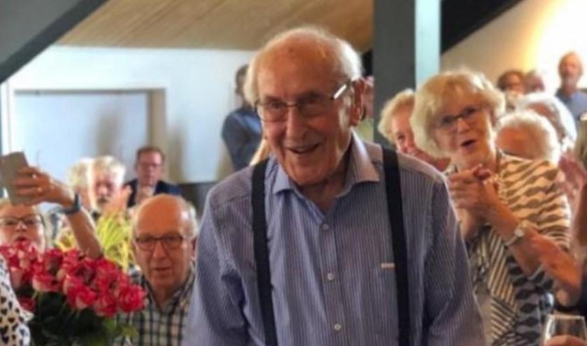 Arie Blom bereikt de honderd jaar, maar dat zou je niet zeggen!