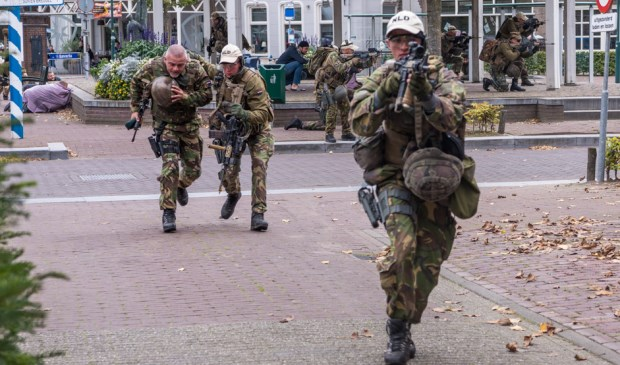 Militairen oefenen in Lieshout  | Fotonummer: c03b23