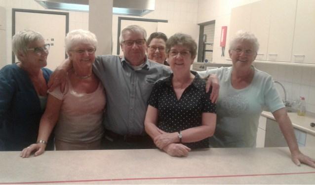 Ad Coolen te midden van 'zijn dames'   | Fotonummer: 266298