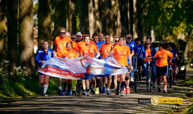 Running Team Laarbeek in actie tijdens Bevrijdingsdag  | Fotonummer: 1370f2