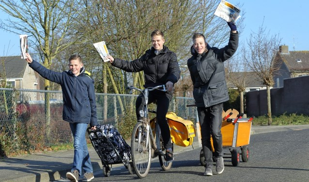 De broers Visser bezorgen al jarenlang DeMooiLaarbeekKrant in Lieshout   | Fotonummer: 5f4e5e