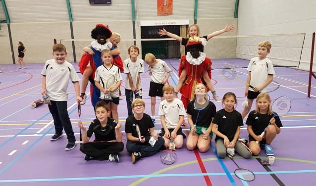 Zwarte Pieten op bezoek bij Badminton Club Lieshout   | Fotonummer: b12042