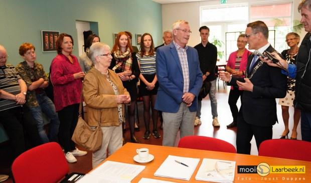 Wies Rooijakkers (m) wordt benoemd tot Lid in de Orde van Oranje Nassau Foto: Joost Duppen © deMooiLaarbeekkrant