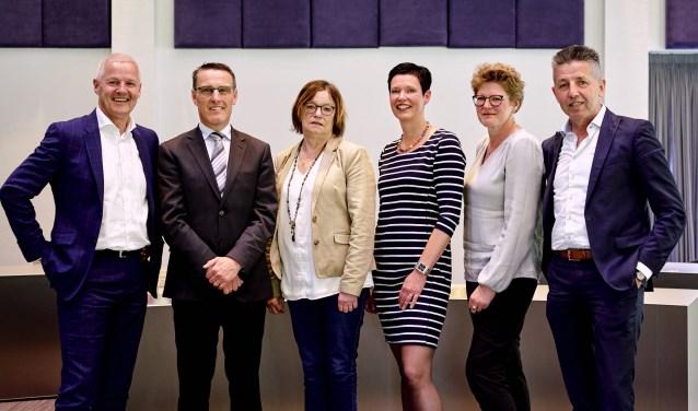 Het nieuwe college, vlnr: wethouder Joan Briels, burgemeester Frank van der Meijden en wethouders Ria van der Zanden, Monika Slaets, Greet Buter en Tonny Meulensteen   | Fotonummer: 537758