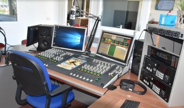 De studio van Omroep Kontakt  | Fotonummer: f2c001