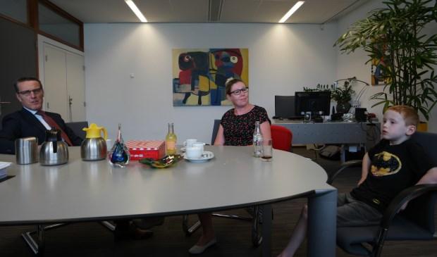 Dex (6) op bezoek bij burgemeester Frank van der Meijden  | Fotonummer: b4d5cf