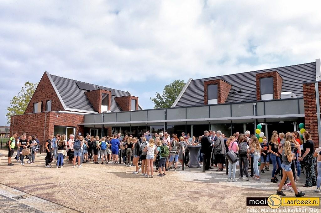 De nieuwe schoolwoningen van het Commanderij College zijn donderdag officieel geopend  | Fotonummer: f87fcd