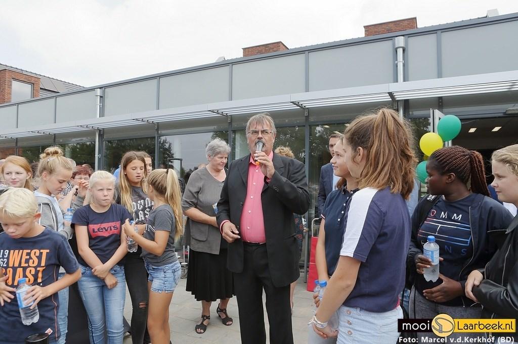 De nieuwe schoolwoningen van het Commanderij College zijn donderdag officieel geopend Foto: Marcel van de Kerkhof (Beek en Donk) © deMooiLaarbeekkrant