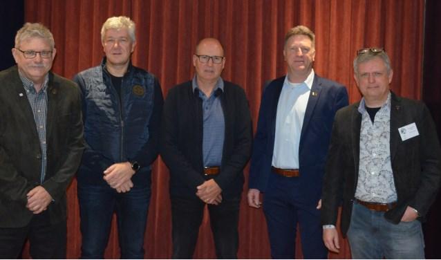 Het nieuwe bestuur, vlnr: Frans van den Heuvel, Jos van den Eijnden, Jos van den Broek, Bert Pellegrino en Wim Neilen   | Fotonummer: 7b83a1