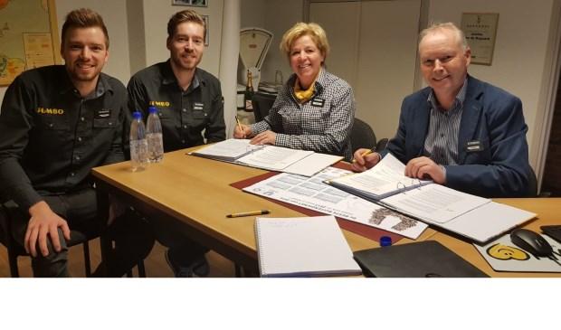 De familie Van den Bogaard. Vlnr: Stijn, Tom, Jeanne en Albert     Fotonummer: 63b772