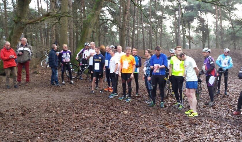 Archieffoto Koppelcross: De deelnemers maken zich klaar voor de start     Fotonummer: 4fc809