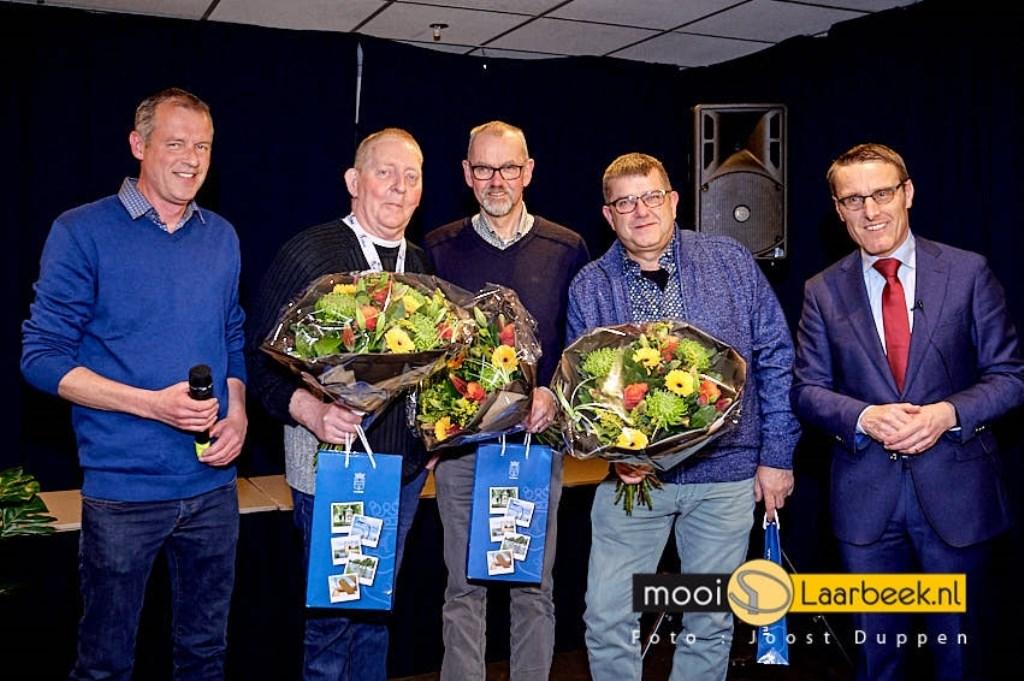 bij vogelvereniging Laarbeek  zijn drie leden, Toon van Bakel, Jos van Kemenade en Gerard van de Akker, met hun vogels wereldkampioen geworden. Een unieke gebeurtenis. De laatste keer dat dit gebeurde is zeker 50 jaar geleden bij de vogelvereniging uit Aarle-Rixtel destijds.   | Fotonummer: ddd025