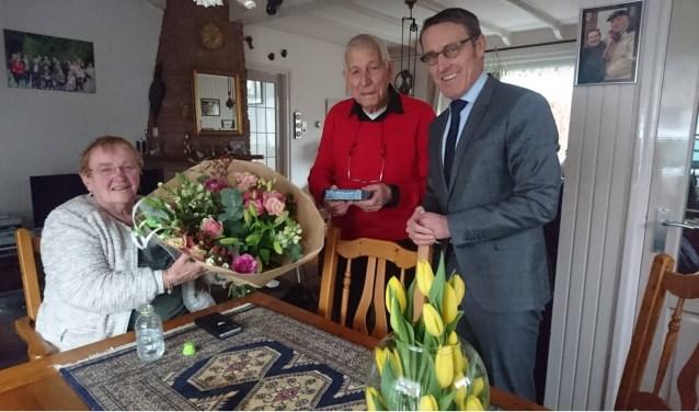 Lenie en Herman Segboer kregen bezoek van de burgemeester    | Fotonummer: b0b5b4
