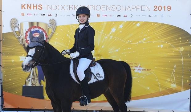 Inge Nouwens met 'Pardoes'   | Fotonummer: fbafcb