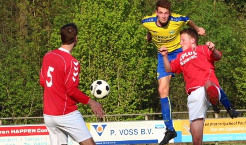Freek Habraken scoorde tweemaal tegen SJVV   | Fotonummer: 2414d9