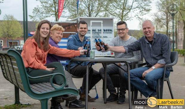 Werkgroep activiteiten Ondernemersvereniging Heuvelplein is klaar voor de Dorpsbarbecue   | Fotonummer: cdc950