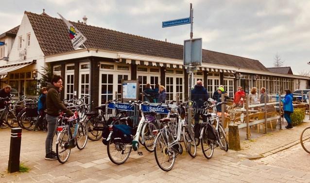 Volop fietsdrukte bij start- en eindpunt van de Scan & Go Fietsspeurtocht  | Fotonummer: b64d94