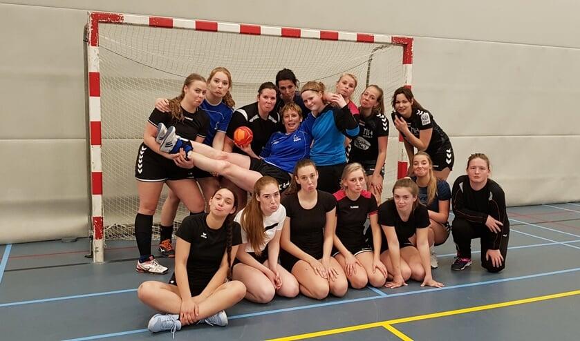 De dames van HV Bedo nemen afscheid van Jolanda de Groot   | Fotonummer: 79221e