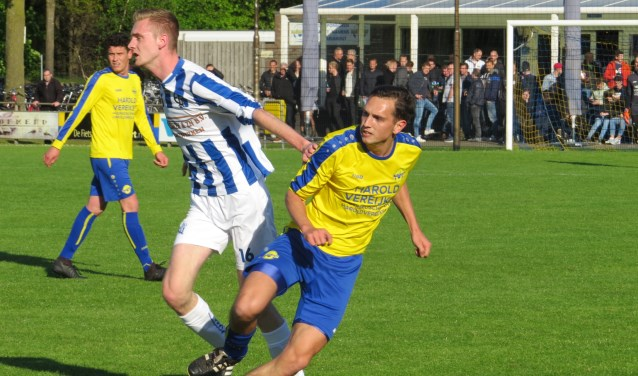 Huib van Zutphen (vv Mariahout) is Eli-spits Stijn Donkers de baas   | Fotonummer: 283a96