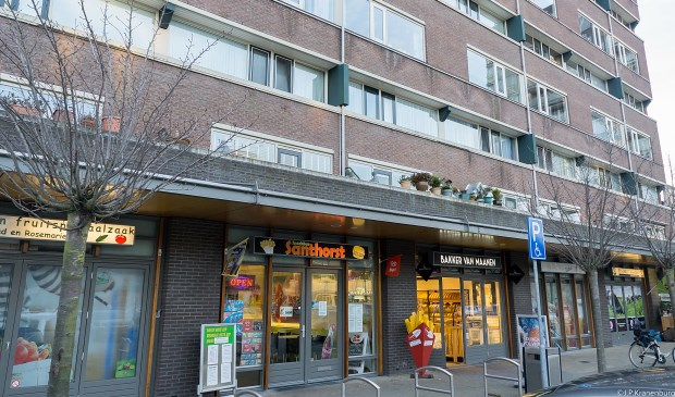 Winkelcentrum Santhorst aan de kant van de Van Diepeningenlaan. | Foto: J.P, Kranenburg