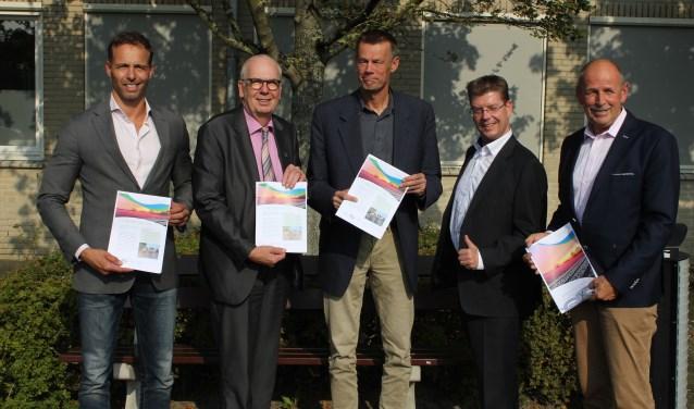 De wethouders Economie uit de Duin- en Bollenstreek presenteren de Economische Agenda. | Foto: Nico Kuyt