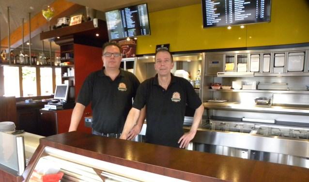 Cees en Sjaak Ouwersloot zijn trots op hun zaak. | Foto: PvK.