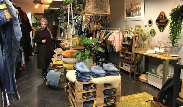 Trudy Schaap in haar nieuwe winkel Harlem6.