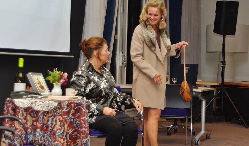 De actrices van Ervarea namen de aanwezigen mee in de wereld van de mens met dementie. | Foto's Willemien Timmers