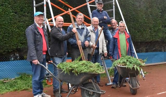 Elke donderdagochtend zijn deze mannen actief bij de Rijnkanters. | Foto: Piet van Kampen.