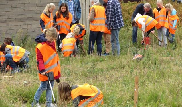 Bolwerkleerlingen tijdens SOS-Archeologiedag. | Foto: PR