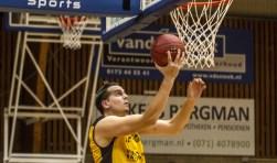 Bas Rozendaal kreeg met een shotblock de handen op elkaar. | Foto: Wim Kulk