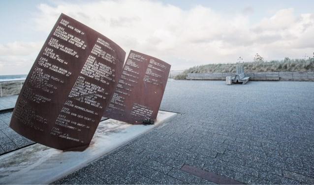 Bij het monument voor omgekomen zeelieden komt een nieuwe bank te staan.