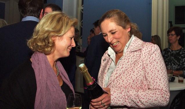 Velen kwamen naar het Koetshuis van Oud-Poelgeest om Wendelien Tönjann te bedanken voor haar jarenlange inzet. | Foto Willemien Timmers