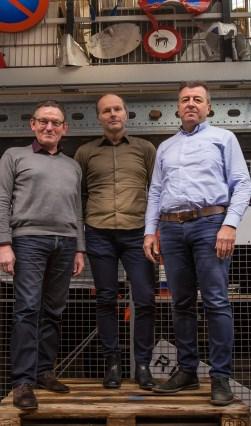 Wijkbeheerders Willem van Duijn (links), Jacko Verdoes (midden) en Dirk van Belen vinden alle schade erg zonder.