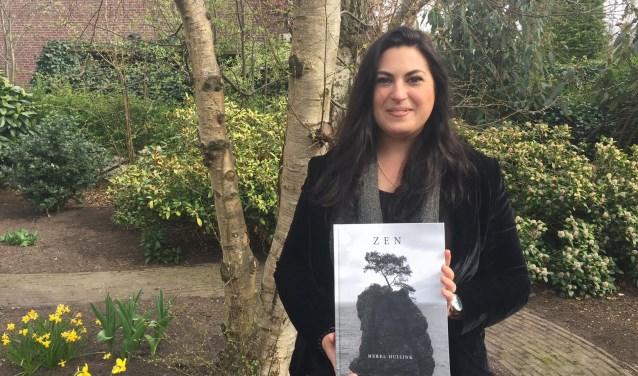 Merels boek Zen bevat foto's, teksten en gedichten over wat haar bezighoudt.