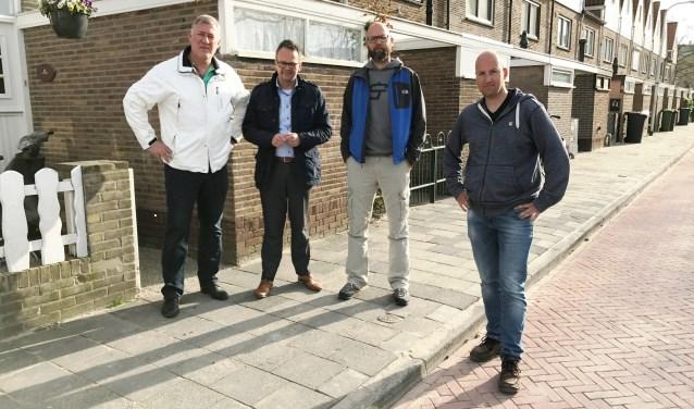 Wethouder Jacco Knape tijdens een bezoek aan de bewoners in de Pioenhof. | Foto: Maarten van Rijn