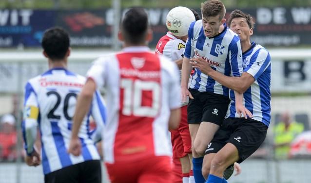 Quick Boys schoot net te kort en verloor van kampioen IJsselmeervogels. | Foto: OrangePictures