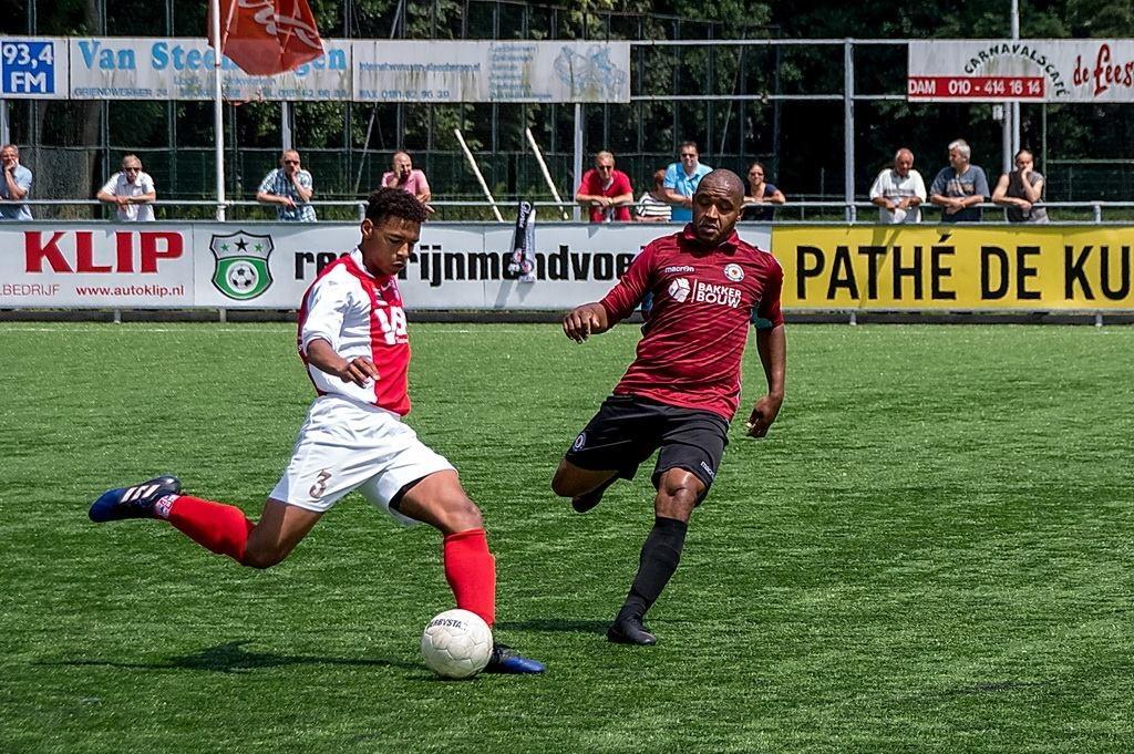A-junior Noah Libbenga speelde als een ervaren verdediger in het eerste team.