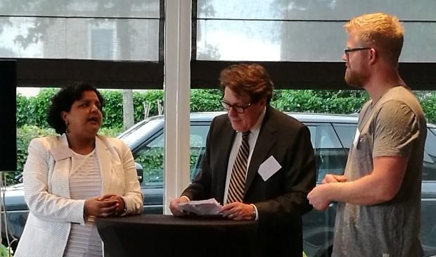 Parveen Dudock (HR-adviseur Rijndorp Installaties), Victor Deconick (journalist en tv-presentator) en Dave de Vogel (eigenaar De Vogel Interieur op Maat) (v.l.n.r.)